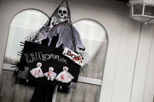 Halloween-Deko selber basteln – Türschild - The inspiring life