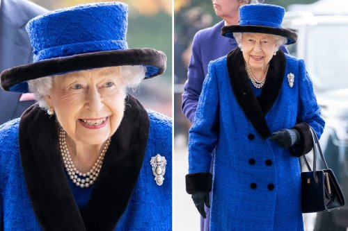 Queen beams in blue as she heads to Ascot Racecourse without walking stick