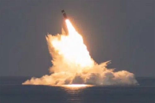 US submarine launches Trident II nuclear missiles in stunning show of strength