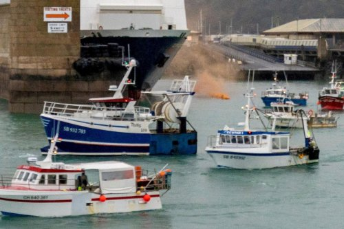 PM vows to defend Jersey from threats & insists Navy gunboats WILL stay on guard