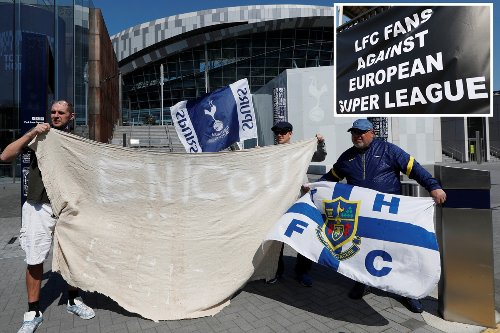 Furious Liverpool & Tottenham fans protest European Super League outside grounds