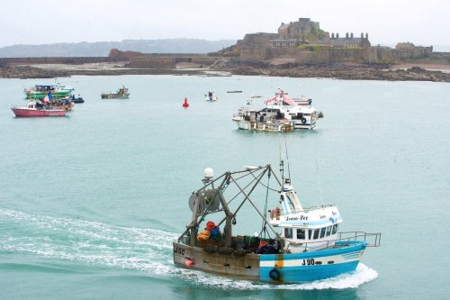 Jersey fisherman vow to hurl rotten fruit at French trawlers if they return