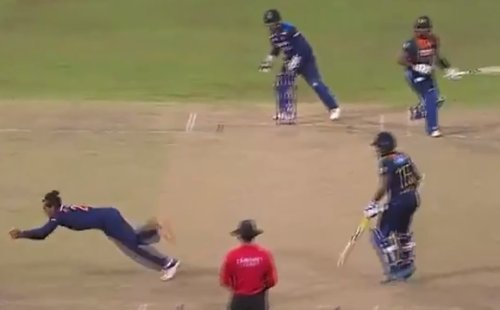Rahul Chahar takes a stunning catch to dismiss Avishka Fernando