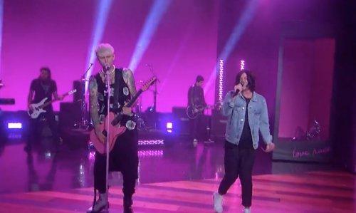 Machine Gun Kelly y Kellin Quinn presentan 'Love Race' en directo - The Backstage