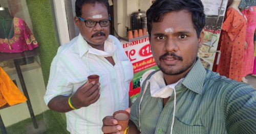 At This Eco-Friendly Madurai Kiosk, You Can Drink Tea & Then Eat the Cup