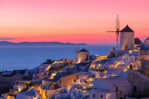 Santorini Sunsets: Best Island Spots to Watch the Sun Go Down
