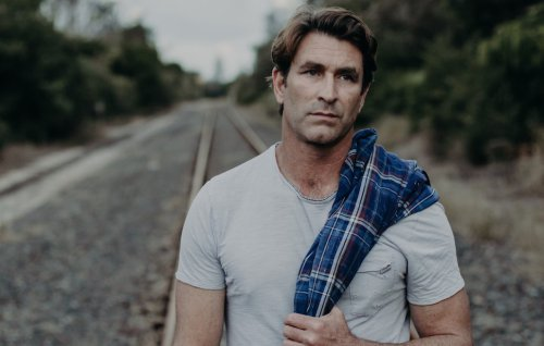 Pete Murray urges Byron locals to get vaccinated