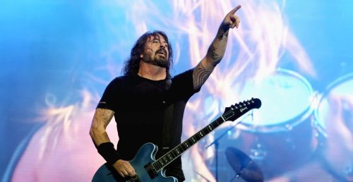 """Dave Grohl thinks the """"dial is starting to turn back to guitar-based music"""""""