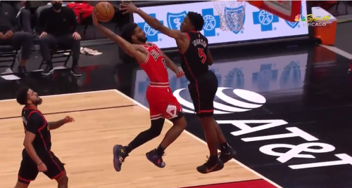 Coby White throws down vicious dunk that makes Bulls announcer Stacey King go bonkers
