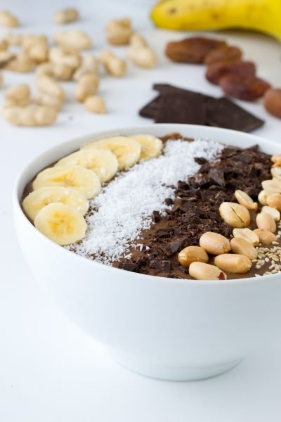 A smoothie you can eat with a spoon (CHOCOLATE PEANUT BUTTER SMOOTHIE)