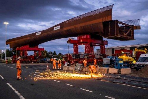 BAM Nuttall team installs M8 footbridge [-video]