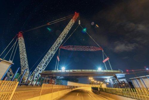 Mammoet removes Austrian city-centre bridge [-video]