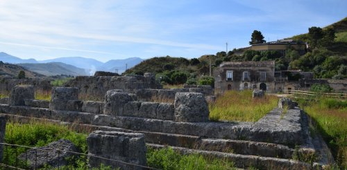 Teeth of fallen soldiers hold evidence that foreigners fought alongside ancient Greeks, challenging millennia of military history