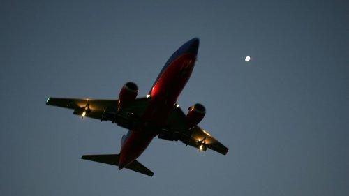 JetBlue Passenger Storms Cockpit, Strangles Flight Attendant, Breaks Out of Restraints