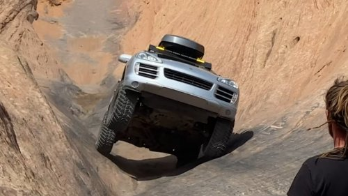 Watch a Lifted Porsche Cayenne Go Three-Wheeling Up Hell's Gate in Moab