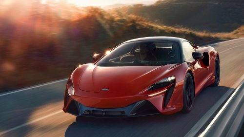 The 2022 McLaren Artura's All-New V6 Is a Wonder in Packaging and Weight-Saving