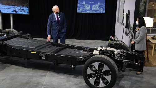Electric Ford F-150 Lightning's Battery Weighs Over 1,800 Pounds By Itself