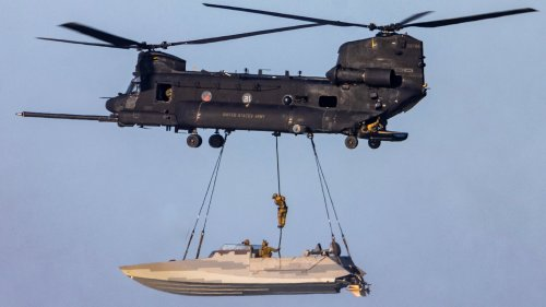 Navy SEALs And Army Night Stalkers Captured In Amazing Photos During Virginia Exercise