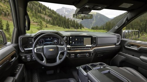 The 2022 Chevy Silverado's New Interior Is a Massive Leap Over the Current Truck