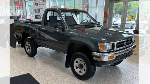 84-Mile 1993 Toyota Pickup Barn Find Fetches $45,000 on eBay