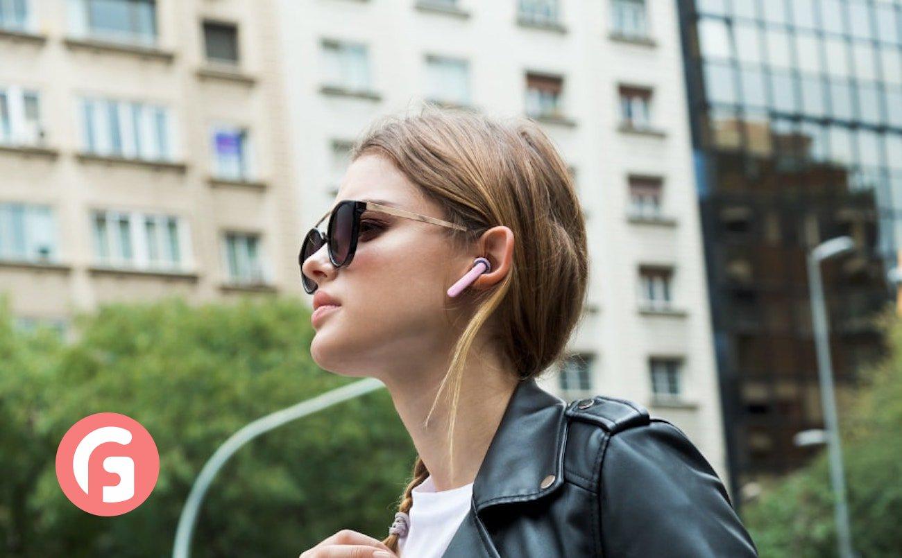 JBL TUNE 220TWS Wireless Earbuds combine true sound with exquisite design