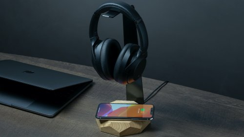 Oakywood 2-in-1 Headphone Stand and Charger offers up to 10W of power to all Qi devices