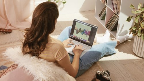 HP ENVY 14 laptop with immersive display runs for up to 16.5 hours on a single charge