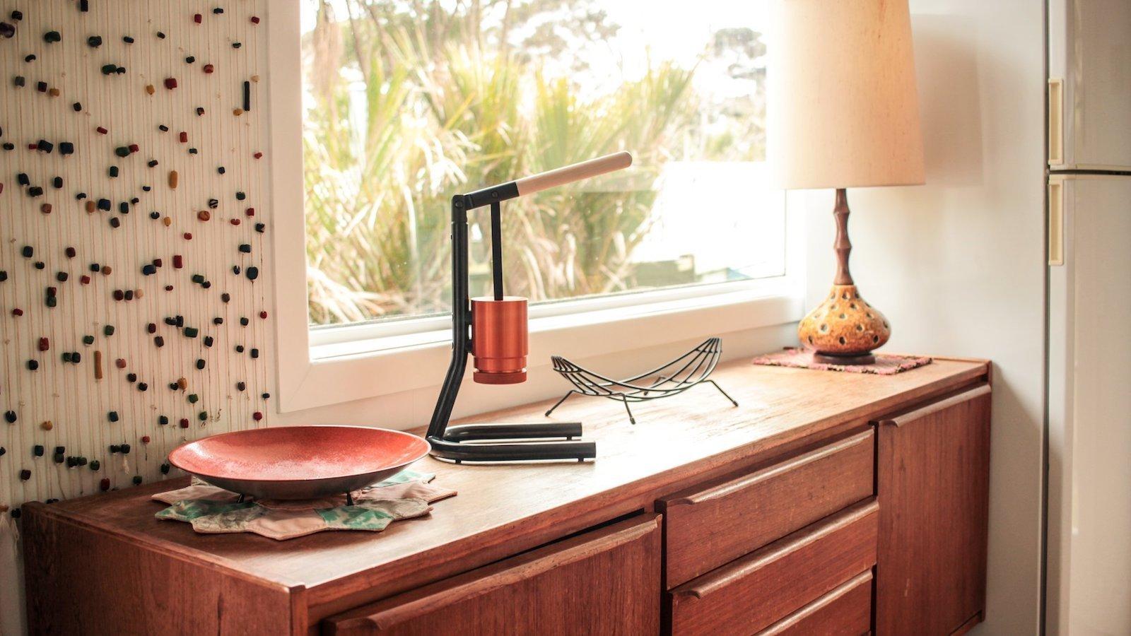 Newton Brua home espresso maker holds 15–17g of fine grind to create a smooth crema
