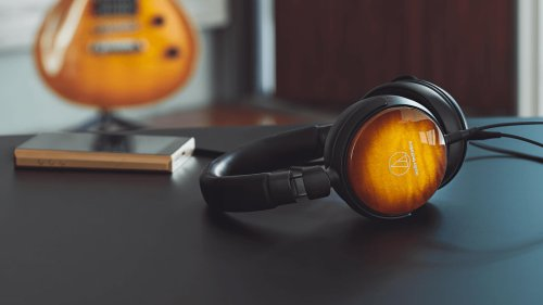 Audio-Technica ATH-WP900 wooden headphones has a maple housing for high-fidelity listening