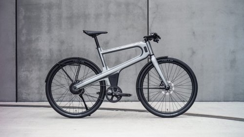 Delta S lightweight commuter eBike features a rear-wheel motor to fly through the streets