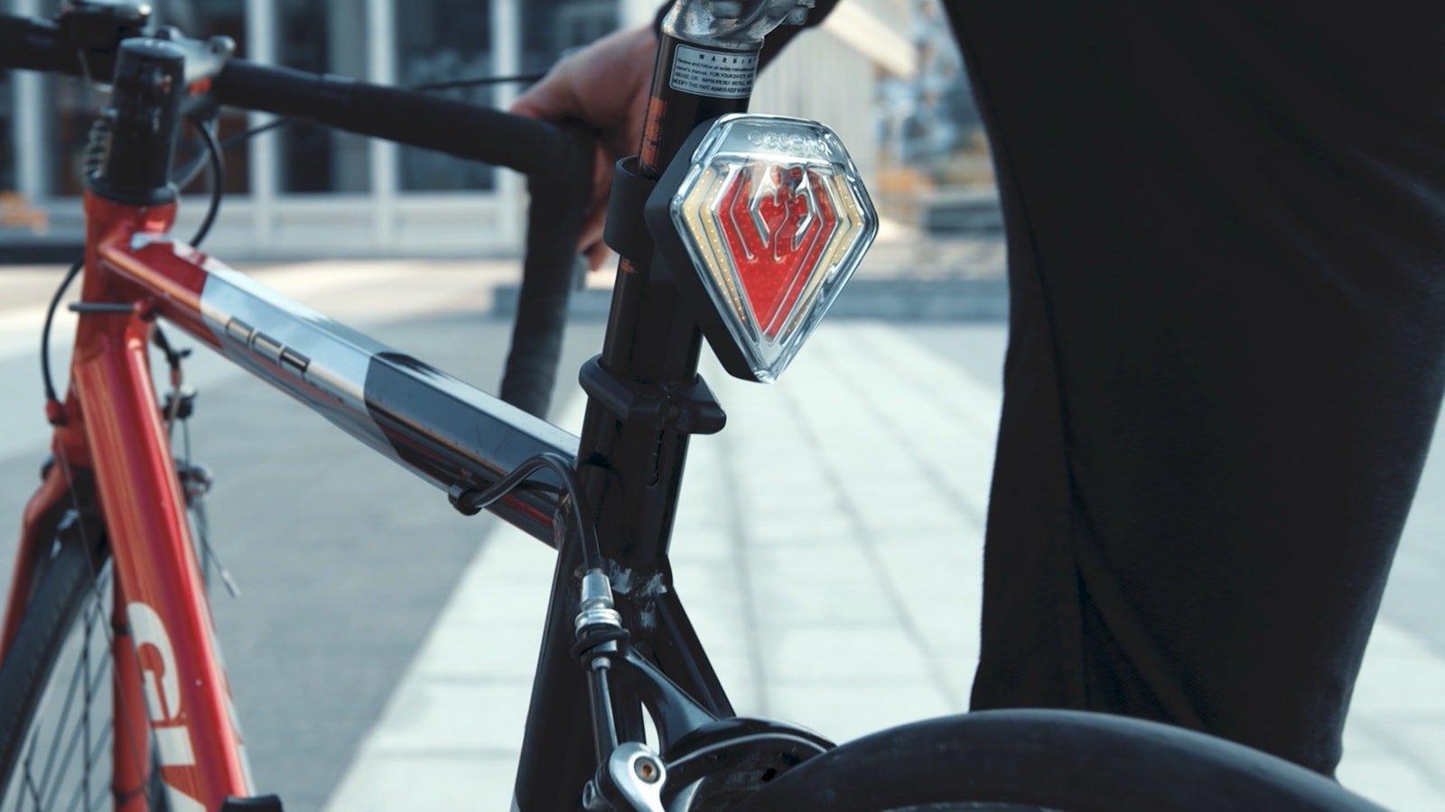 ESSENS SHIELD smart bike taillight keeps you and your bike safe