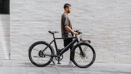 Lekker Bikes Amsterdam+ minimal eBike has a single gear and 250W motor