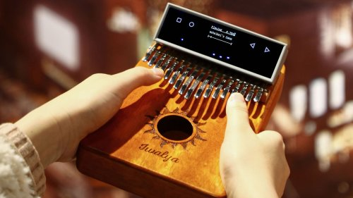 KalimbaGo thumb piano has an intelligent interface that teaches you how to play
