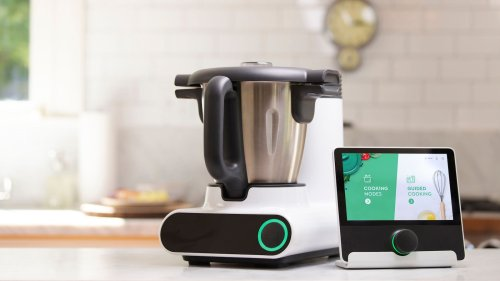 CookingPal Multo intelligent cooking system comes with all of its additional accessories