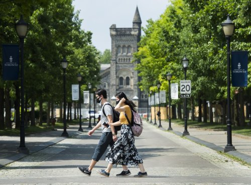 Canada's international students face COVID-19 vaccine hurdles as they prep for campus