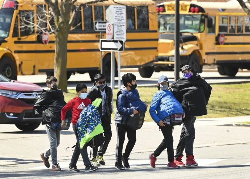 Masks, physical distancing top Ontario's COVID-19 back-to-school plan