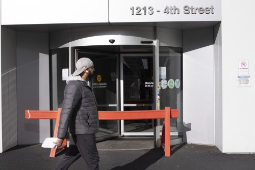Alberta preps critical-care triage plan amid surge in COVID-19 cases
