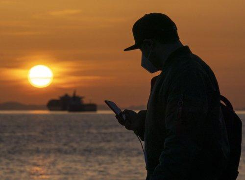 Wireless carriers cut cost to meet Ottawa demand