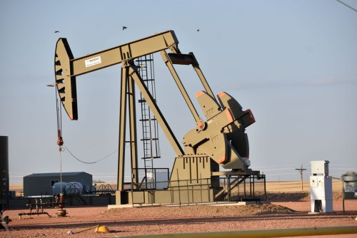Oil heads for third straight week of gains as output stumbles