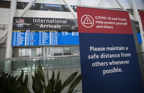 Holiday season vacations coincide with rise in COVID-19 travel-related cases in Canada