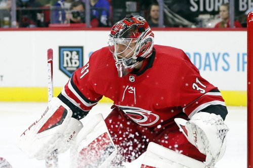 Andersen stops former team, streaking Hurricanes beat Maple Leafs 4-1