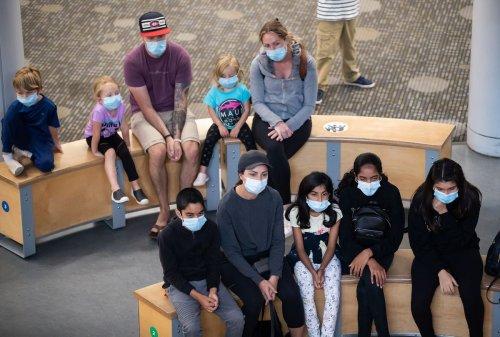 Provinces won't tighten indoor mask rules despite rising COVID-19 cases