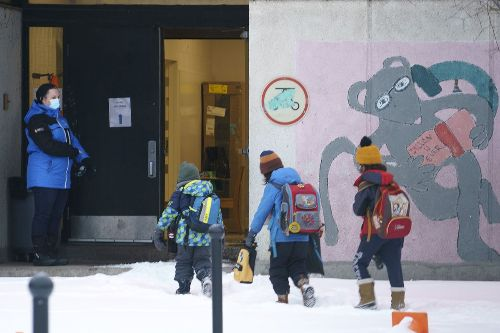 Elementary students in Quebec's red zones will be required to wear masks after March break