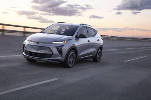 Review: I want to get an electric SUV for distance driving. Should I focus my search on a plug-in hybrid or a fully electric vehicle?