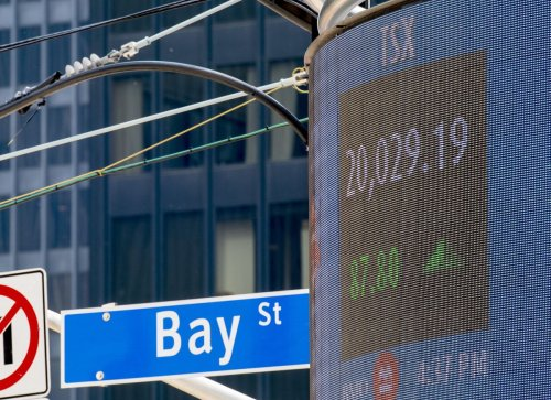 A new, money-saving way for Canadians to buy big U.S. tech stocks. Plus, short sellers increase bets against the TSX