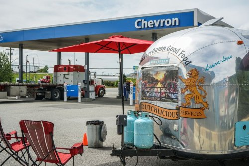 Food trucks hit the highway as pandemic reduces dine out options for truckers