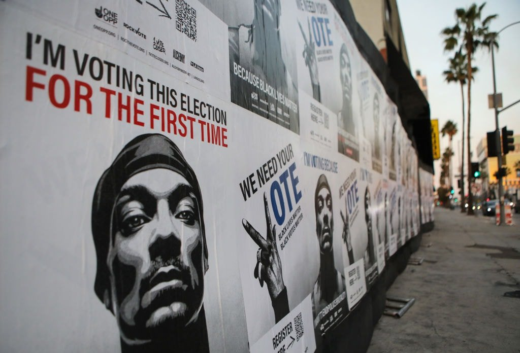 Snoop Dogg registers to vote for the first time -- with blunt in hand