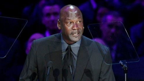 """Michael Jordan delivers tearful tribute to """"little brother"""" Kobe Bryant"""