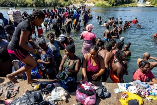 Thousands of Haitian migrants forced to gather under Texas bridge