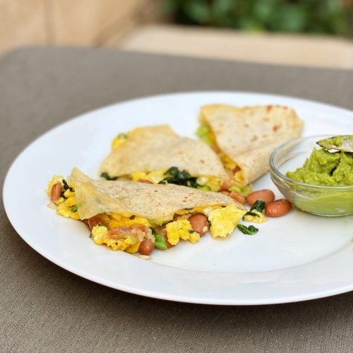 How to Make a Healthy Breakfast Quesadilla, According to Registered Dietitians